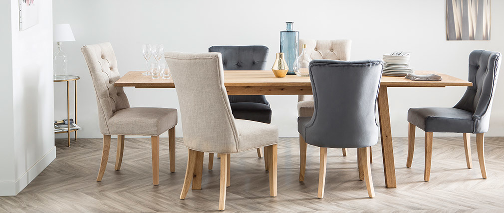 Klassischer Stuhl, naturfarbener Stoff, Beine aus hellem Holz VOLTAIRE
