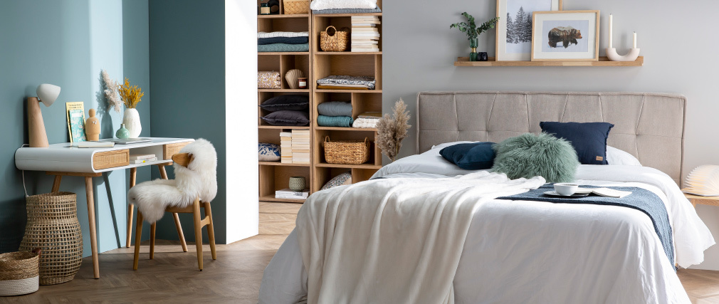 Skandinavische Tischlampe aus hellem Holz und in weiß FARO